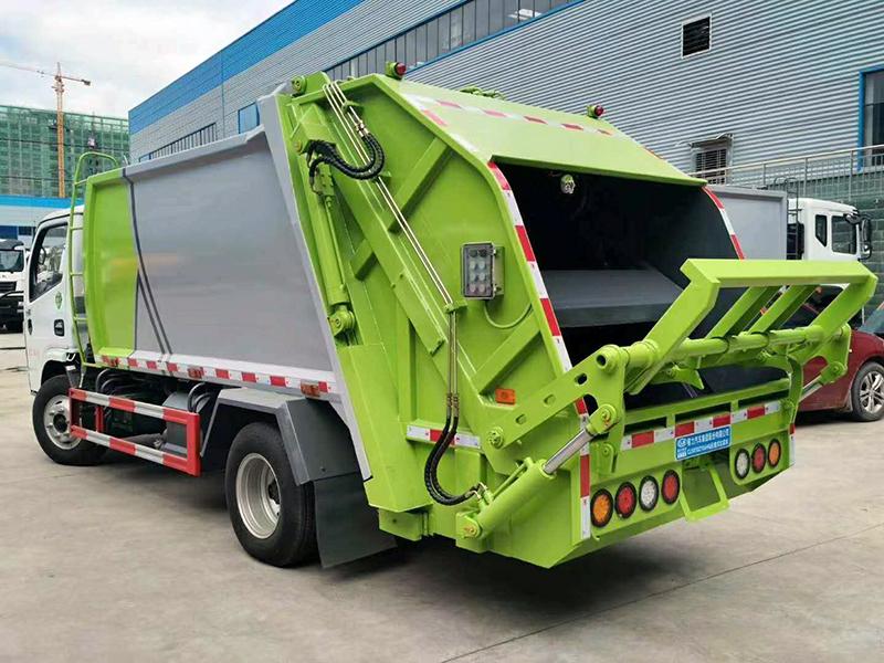 东风压缩式垃圾车-3