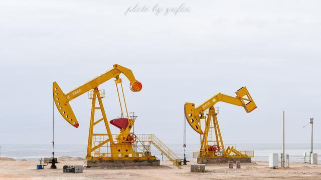 中国西部荒凉的戈壁滩上,遇见世界海拔最高的油井2