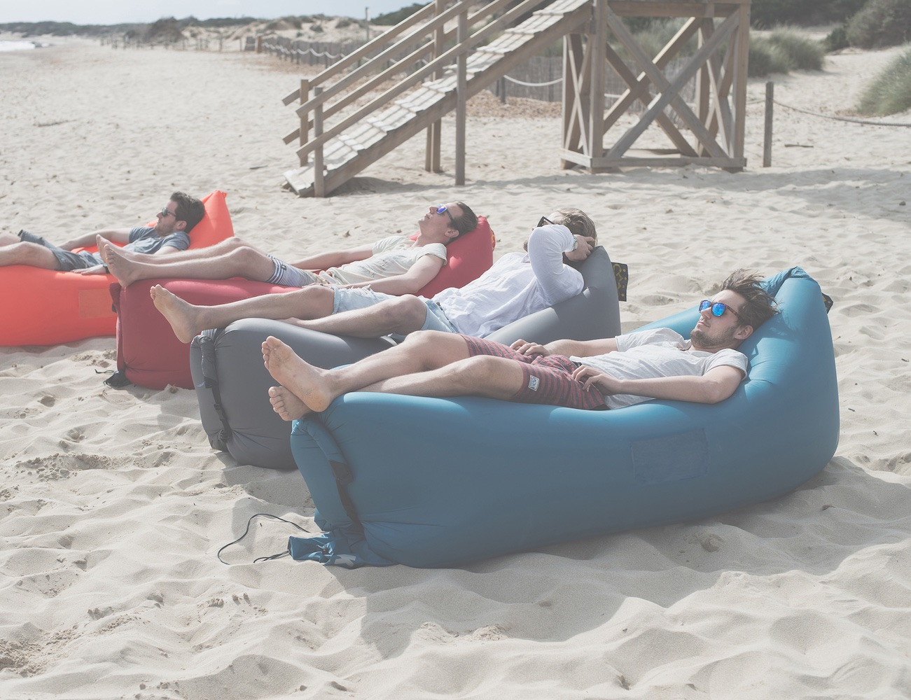 The-Ultimate-Inflatable-Air-Lounge-06