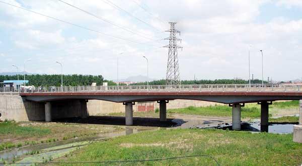 7771623_遷鋼橋:遷鋼東門公路橋,設計于2004年10月,建成于2005年6月。