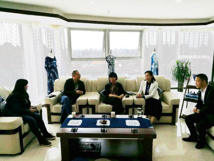 市婦聯主席周蓉帶隊赴 安順市蠟染發展有限公司調研