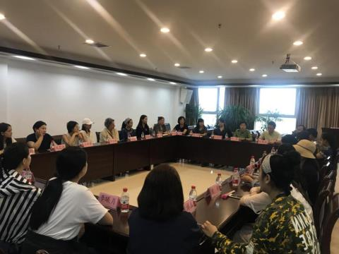 深圳EACHWAY(藝之卉)時尚集團 赴安順市蠟染發展有限公司考察