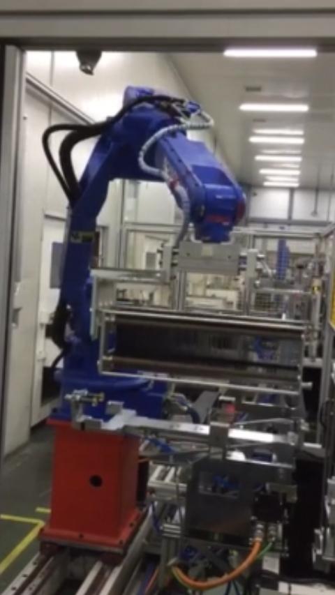 插片--清洗--分選自動化連線robot上下料