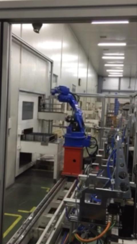 插片--清洗--分選自動化連線robot上下料2
