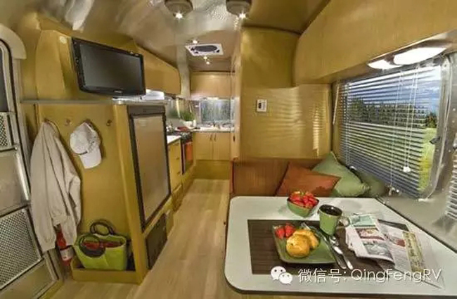 Airstream20FlyingCloud-5