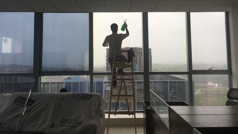 瀘州市銀監局辦公大樓幕墻玻璃貼膜