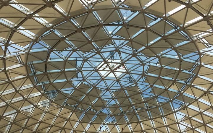 城南優品道廣場采光頂玻璃隔熱節能膜貼膜