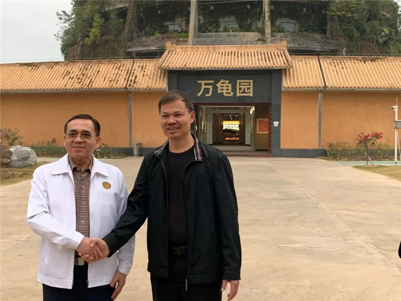 李藝與宋立普吉主席在萬龜園合影