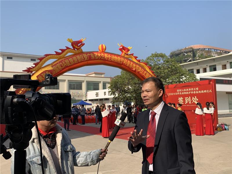 李藝董事長接受電視臺記者采訪