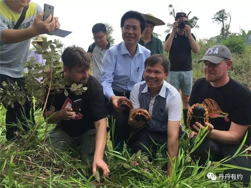 李藝與來自全國各地和國際的龜友交流養殖經驗
