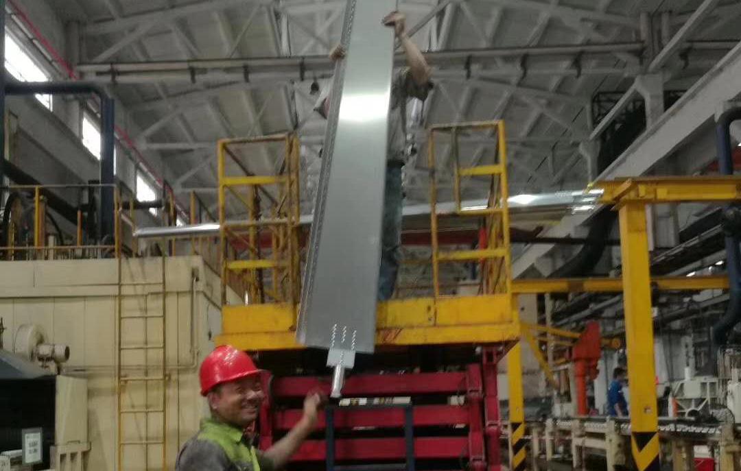 工業節能大風扇扇葉清洗後安裝回到原位