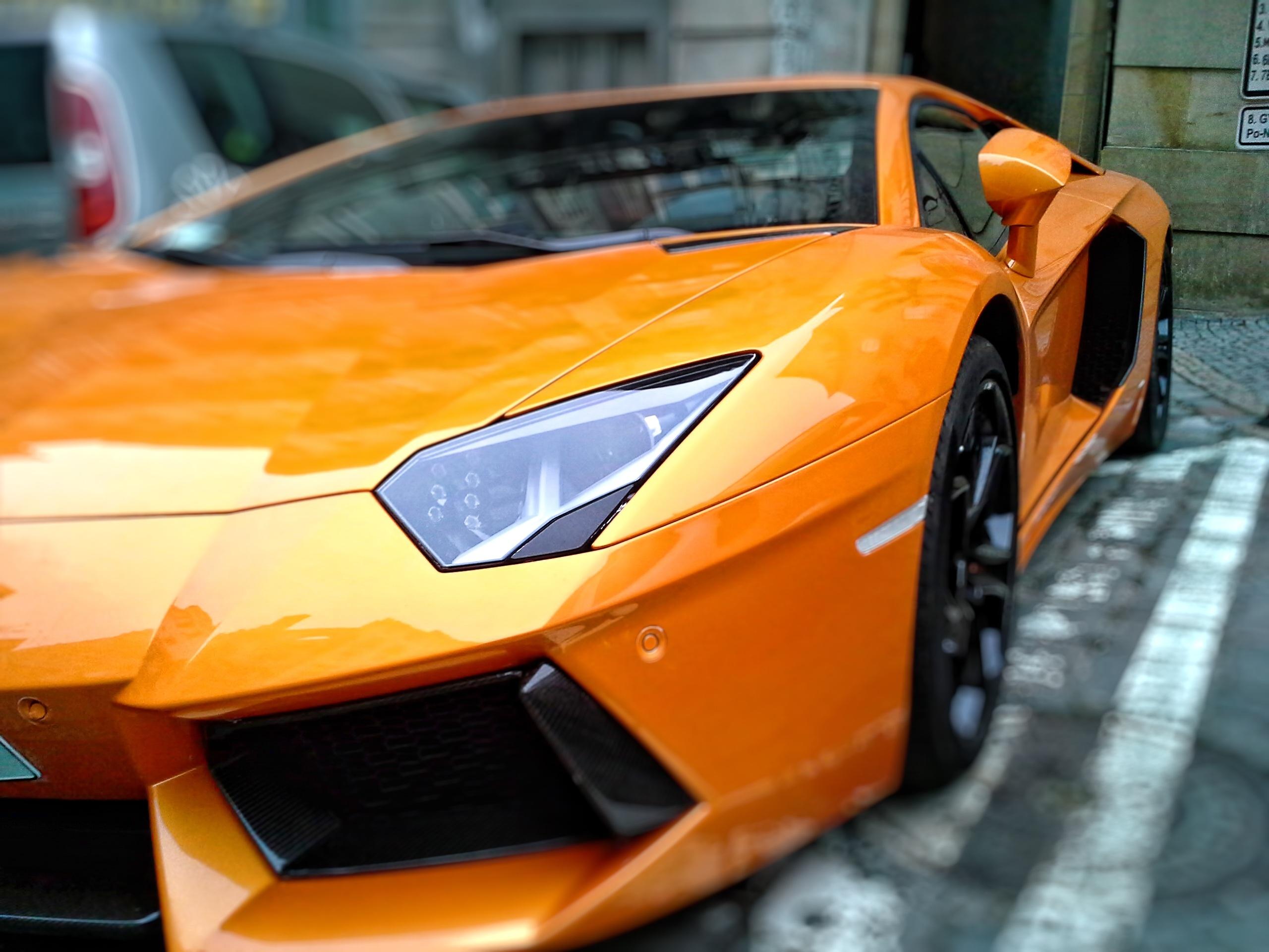 黃色的跑車特寫