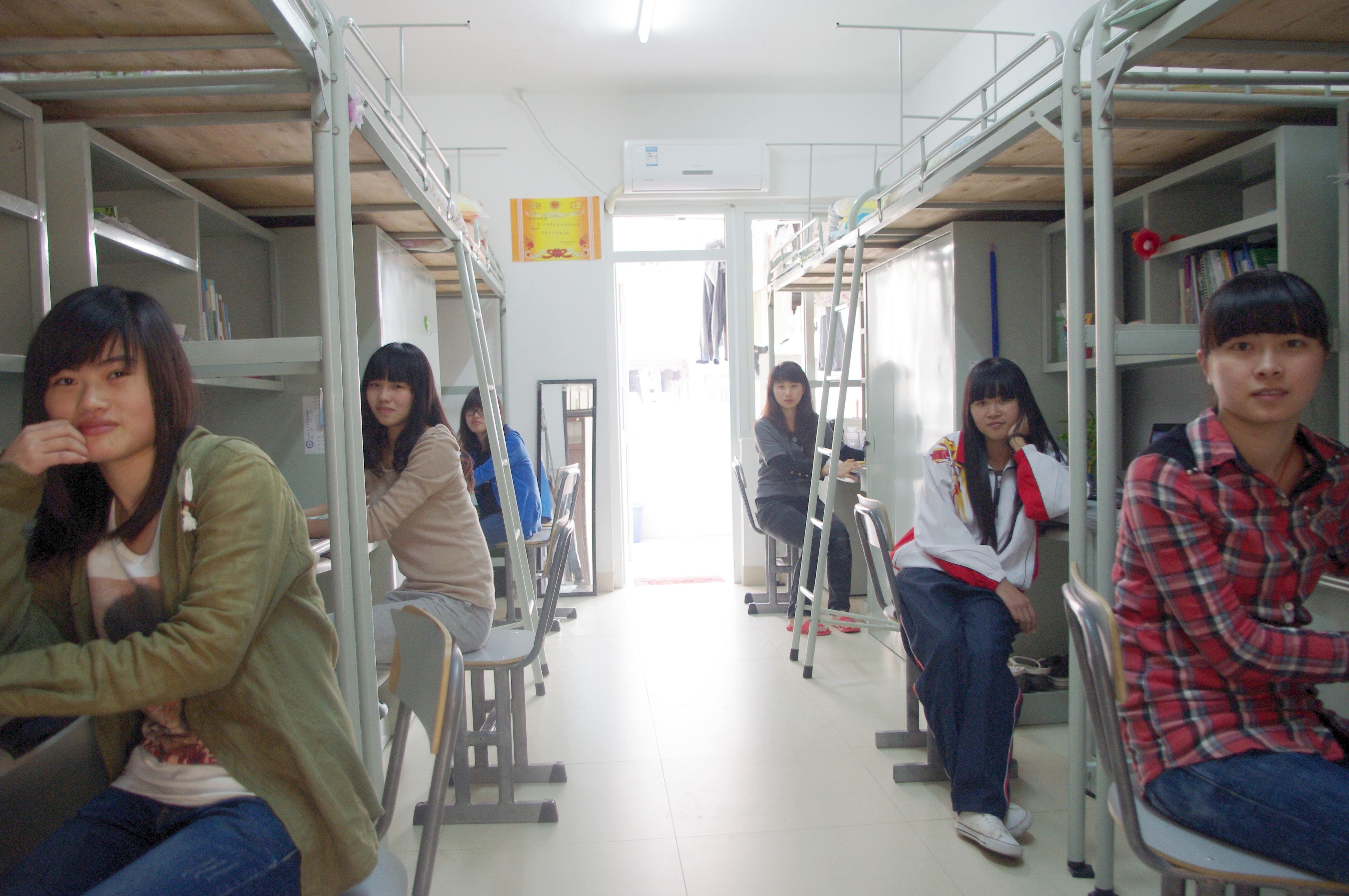 13配有空调的学生宿舍_看图王