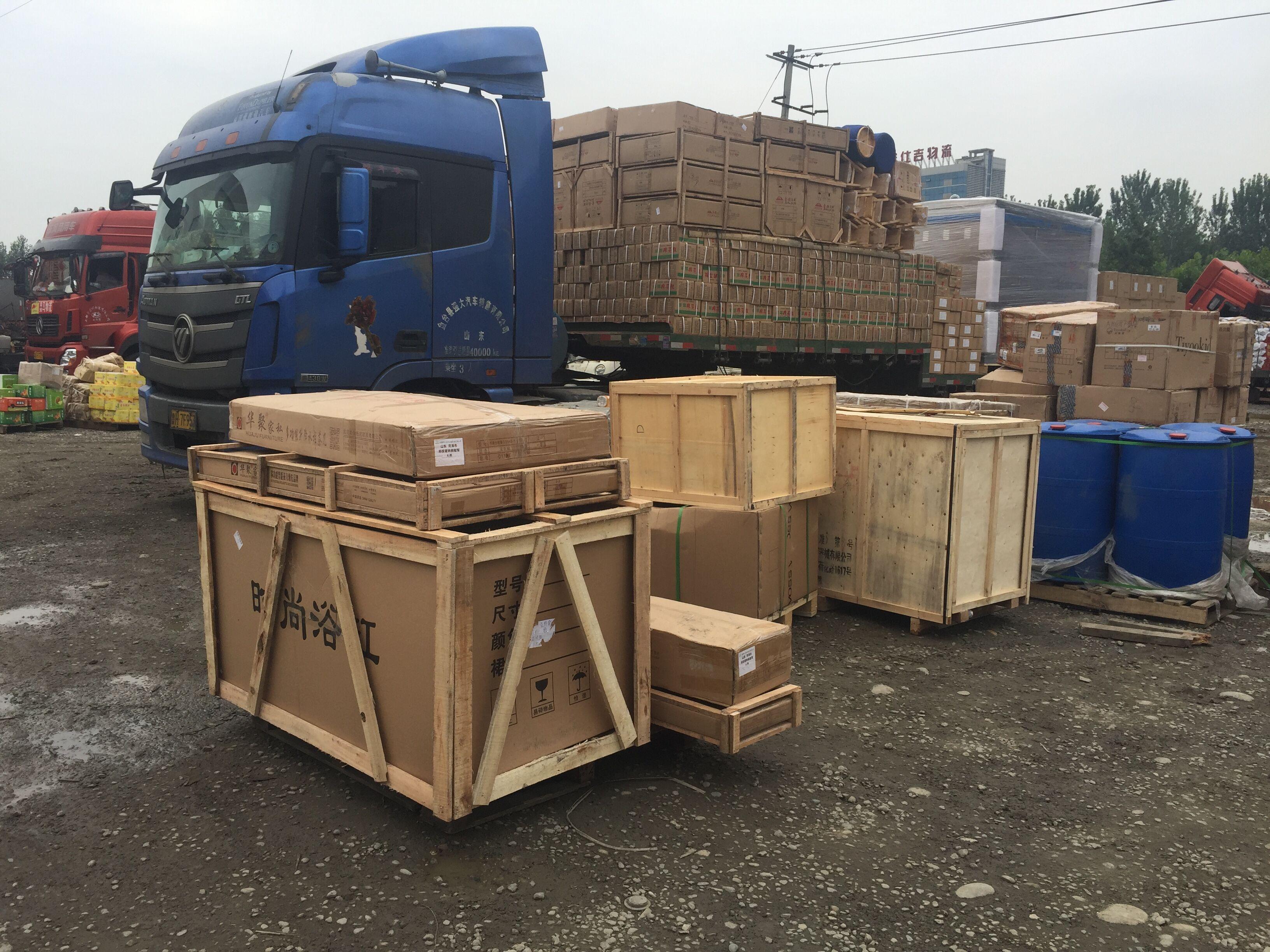 成都物流公司木架打包后装车