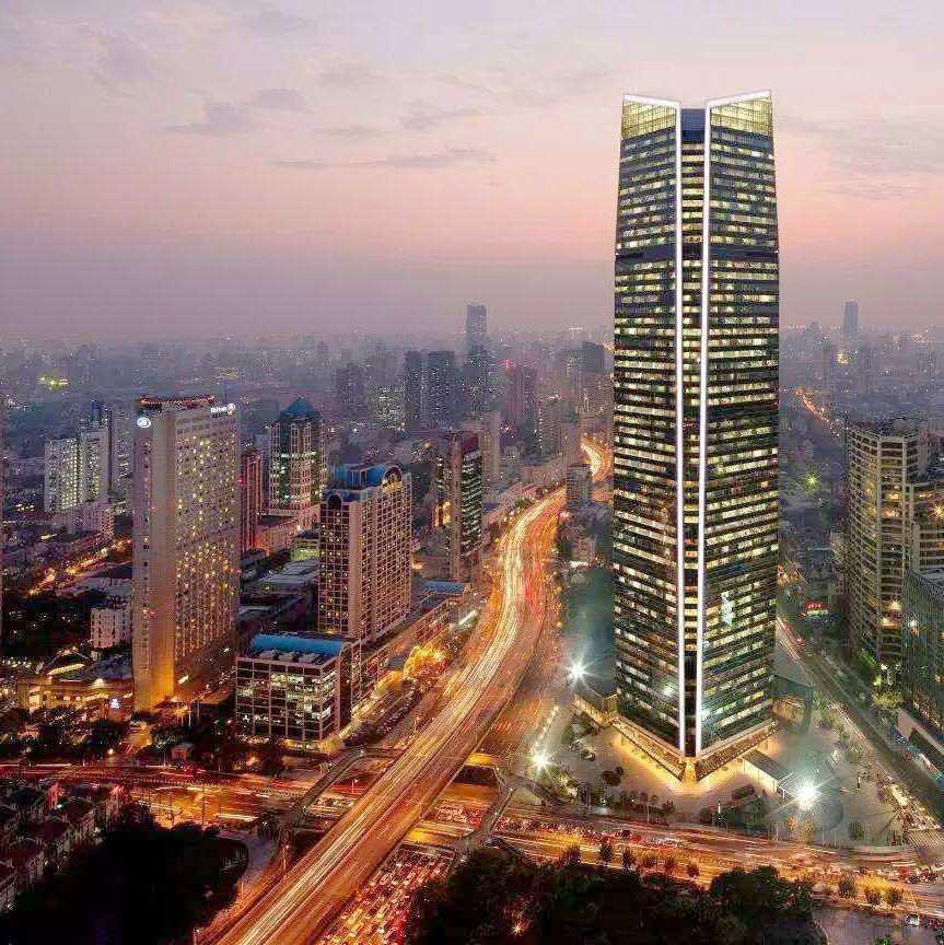 静安寺位于上海市中心城区核心地段,拥有优越的地理位置和深厚的发展基础,以强大的辐射功能排在上海各大商圈首位,深受企业青睐、白领喜爱,是上海高尚商住区域的标志。