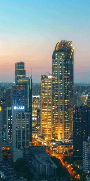 南京西路/江宁路南京西路是新兴高档商业中心,是上海高档奢侈品商业的集中地。形成商务中心、品牌时尚、品牌购物中心区。