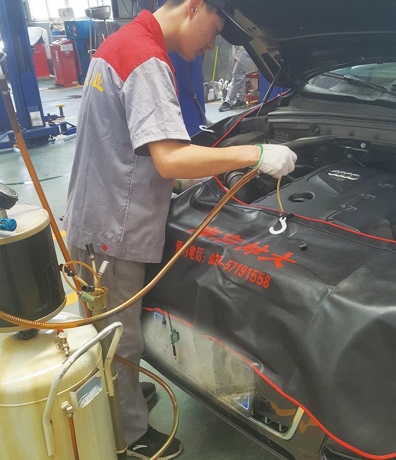 5.机器自动吸出旧机油