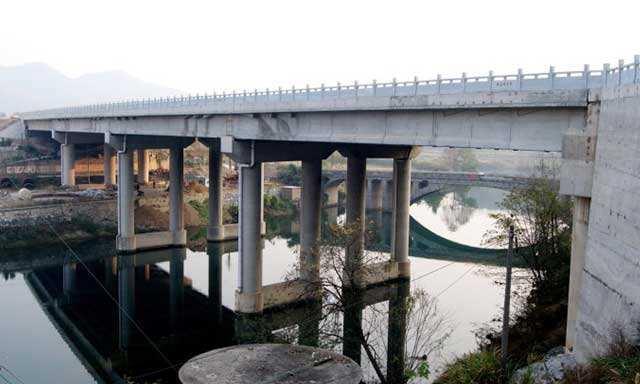桥梁加固2