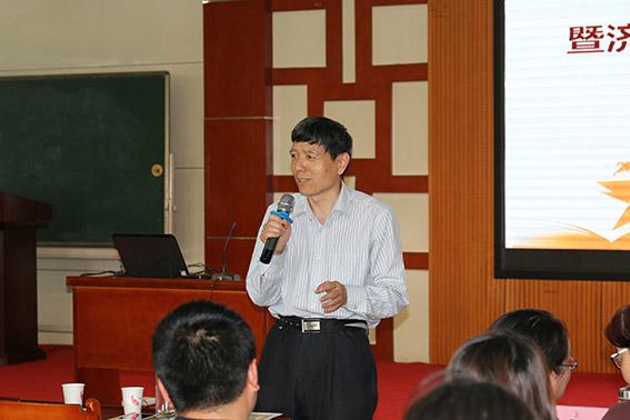教育局副局长王建华讲话