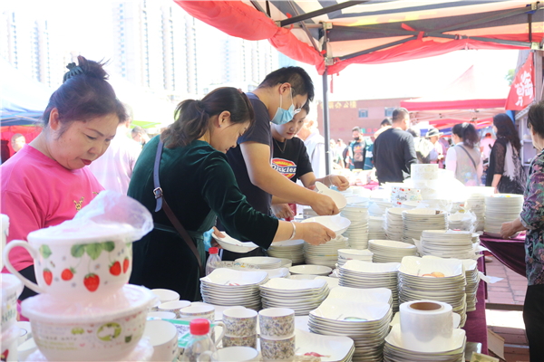 第23届唐山陶瓷采购博览会盛大开幕!现场人海如潮,气氛火爆!