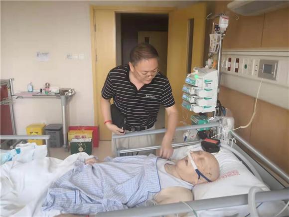 冀东革命史研究会创建人高景岗赴京看望了革命老前辈101岁高龄任远老部长