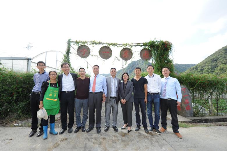 韓國友人與我司員工在寧一果園合影