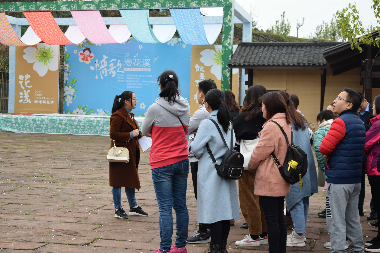 旭阳公司3月23日团建图片-分组后认真聆听活动规则2