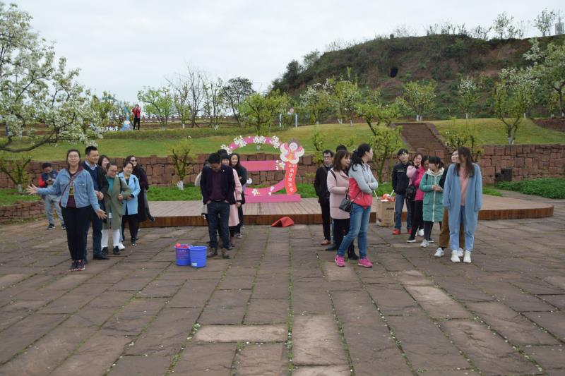 旭阳公司3月23日团建图片-分组完成后整齐排队