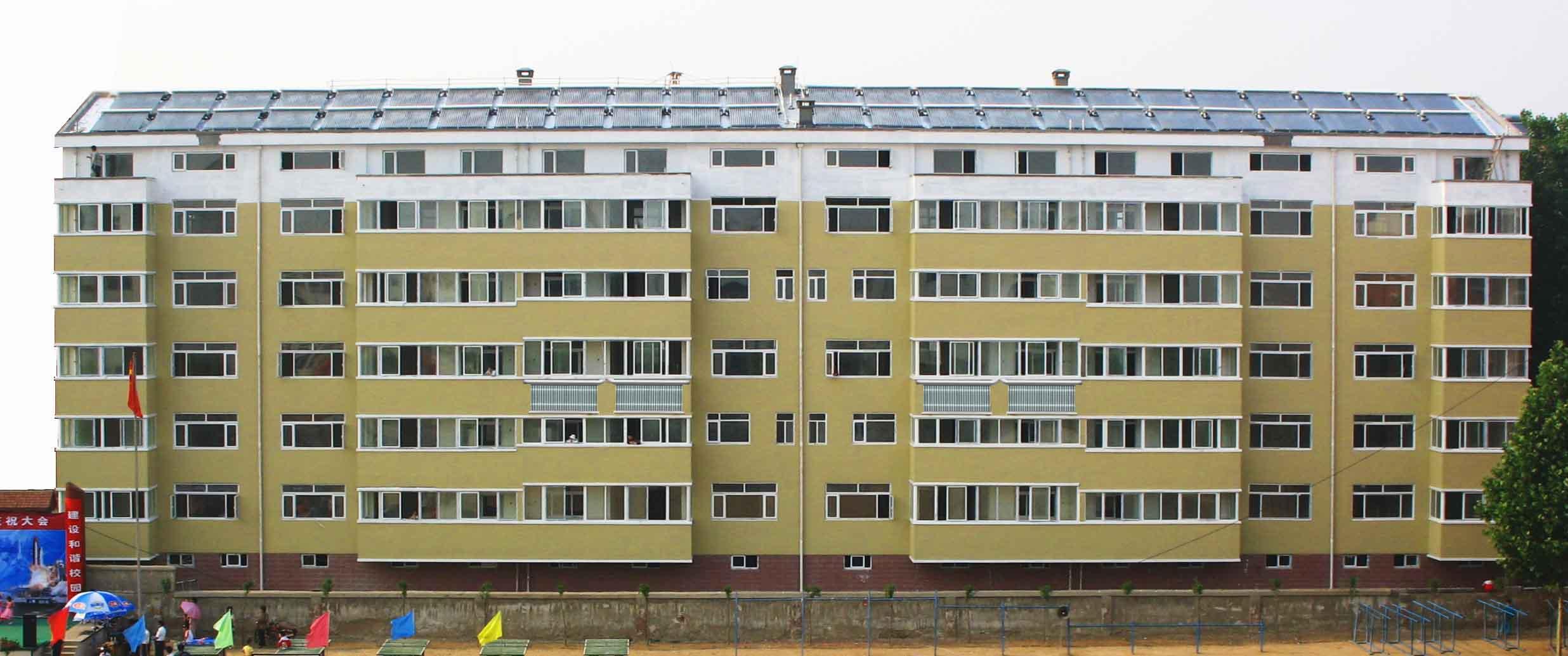 万博maxbetx官网app下载开发建设的诸城华元小区1-楼被列为建设部太阳能与建筑节能一体化示范工程