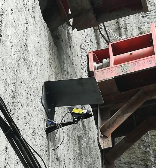 连接管线并安装激光收敛计