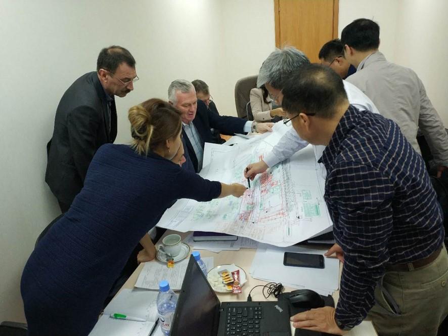 與哈薩克斯坦客戶進行技術交流