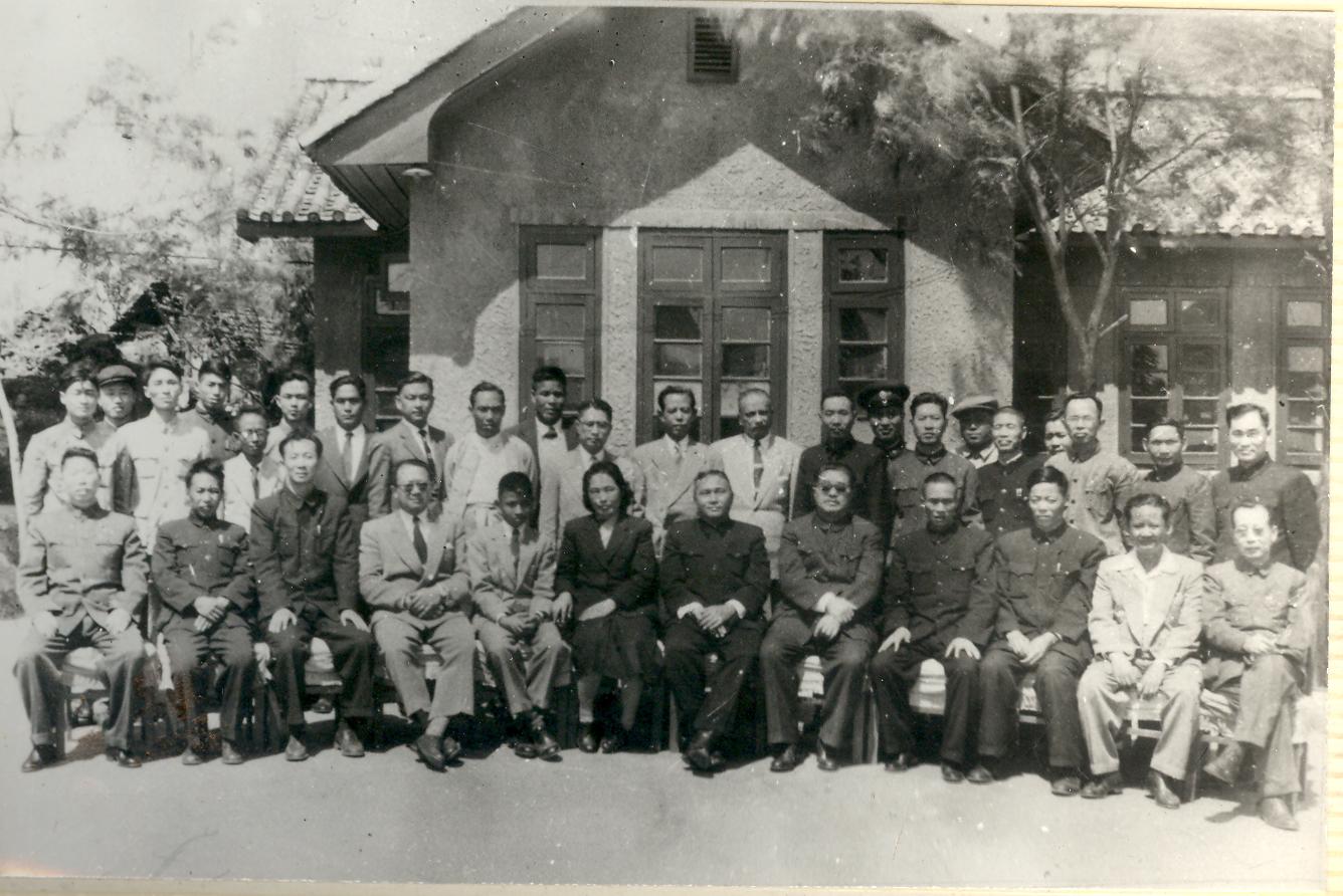 1957年5月國務院副總理賀龍視察云光