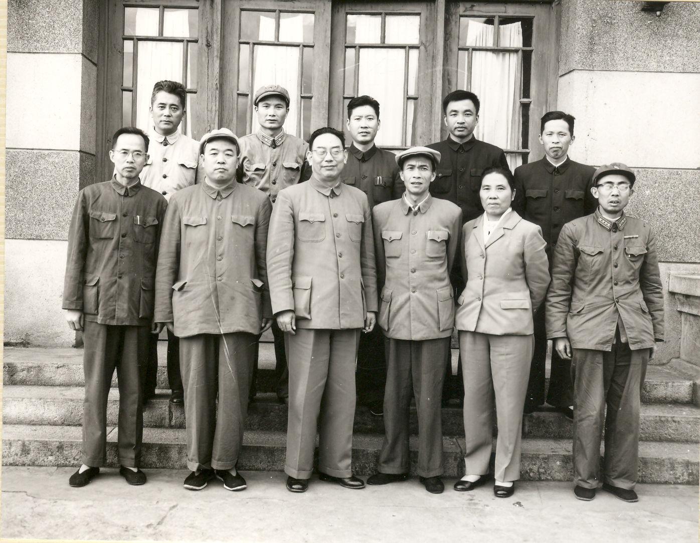 1964年装甲兵司令员许光达-前左三视察万博max登陆