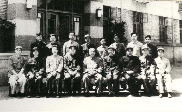 1965年4月朱德委員長蒞廠視察-左五