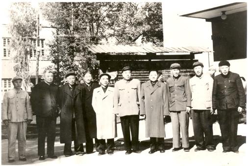 1965年12月鄧小平視察云光-右四