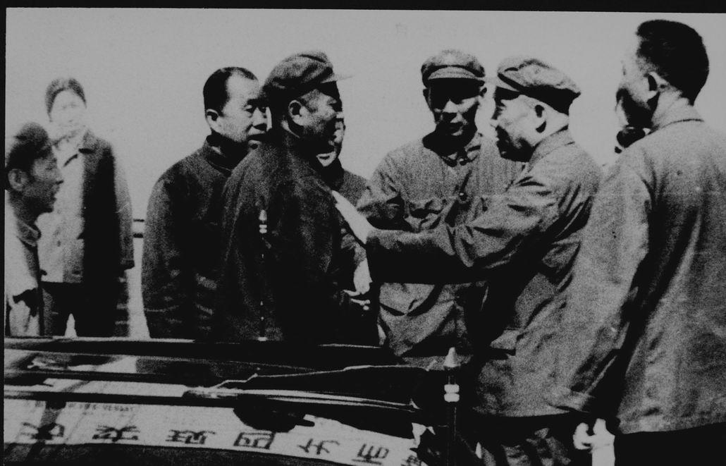 1979年4月空軍副總參謀長李達-右二視察云光-1