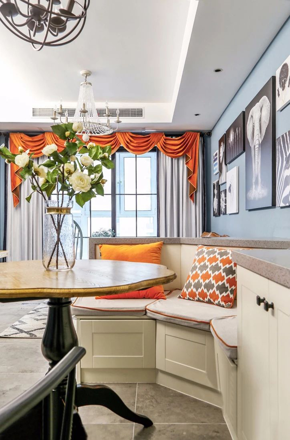 96㎡現代美式風家居,卡座設計巧妙隔斷客餐區。-3