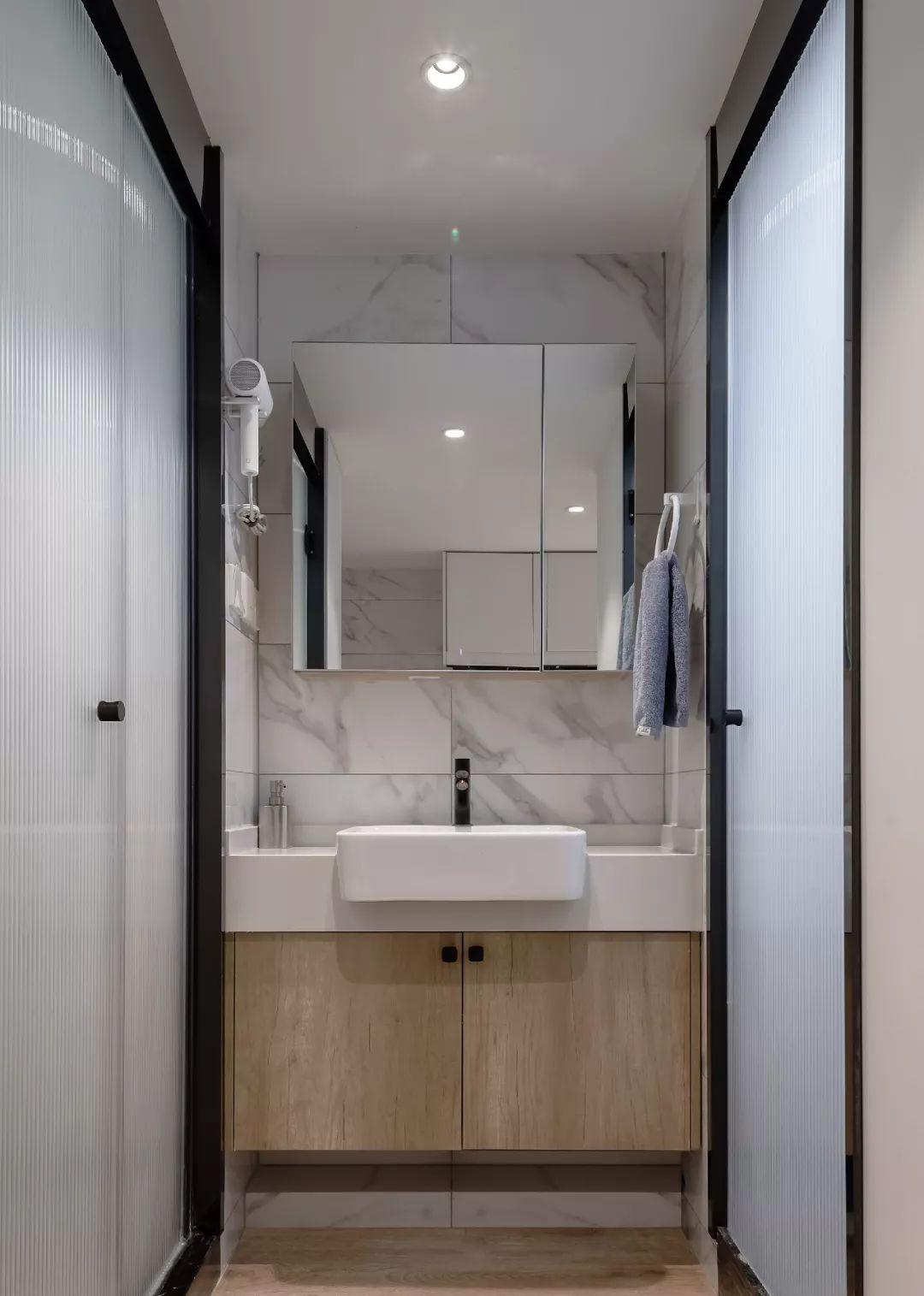 36㎡簡約風躍層單身公寓,過道加入收納柜更實用!-11
