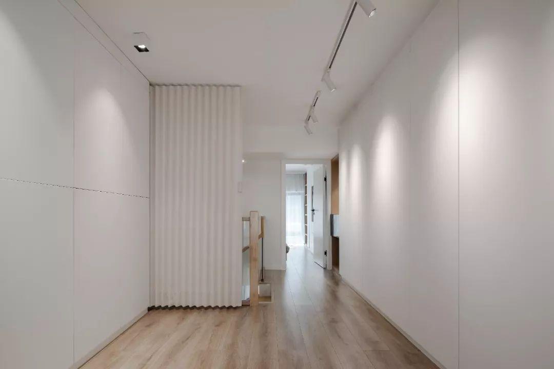 36㎡簡約風躍層單身公寓,過道加入收納柜更實用!-14