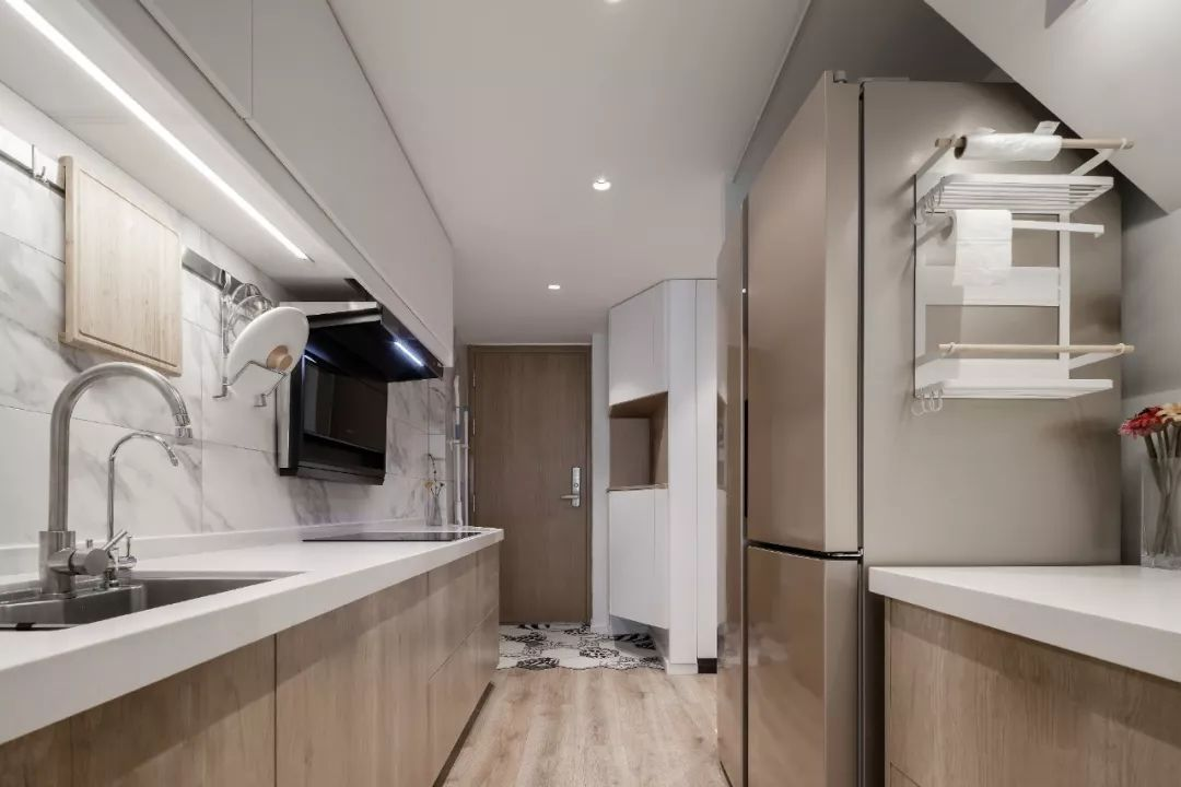 36㎡簡約風躍層單身公寓,過道加入收納柜更實用!-2