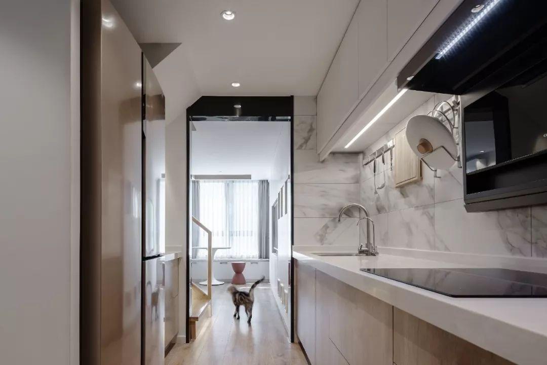 36㎡簡約風躍層單身公寓,過道加入收納柜更實用!-3