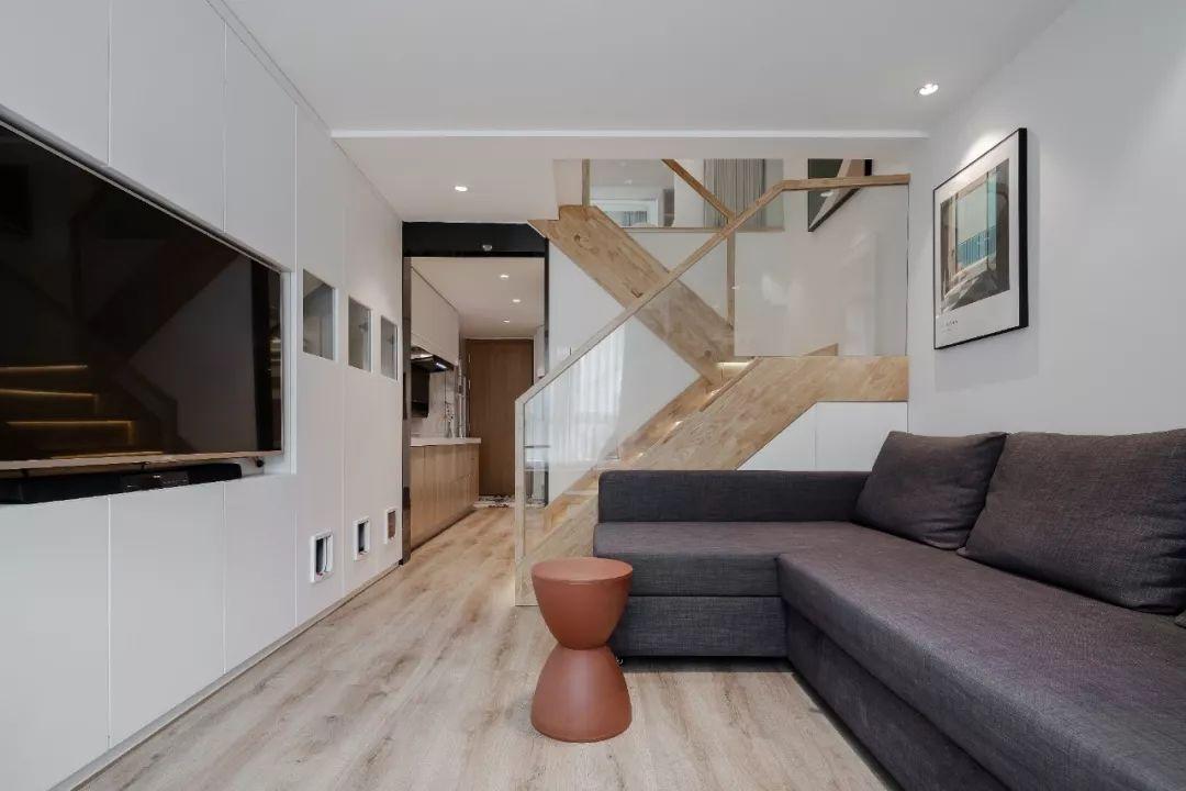 36㎡簡約風躍層單身公寓,過道加入收納柜更實用!-5