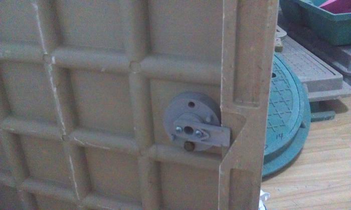路安井盖锁扣