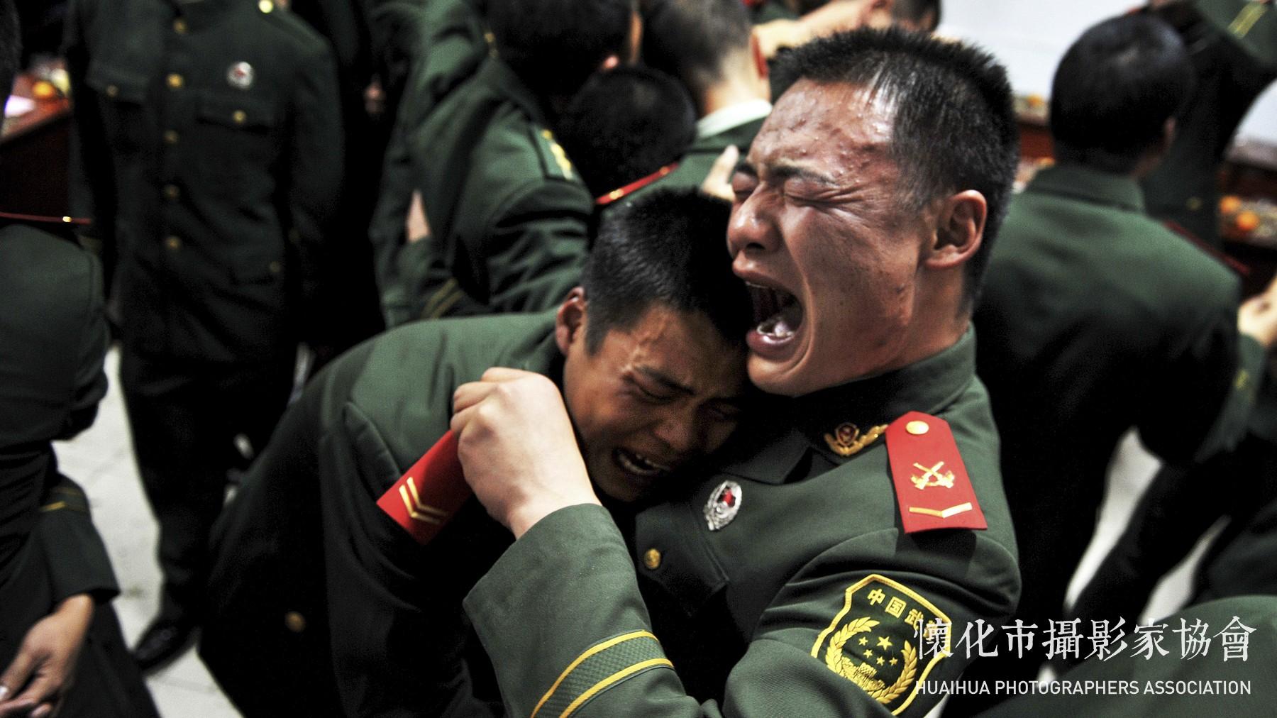 我为战友卸警衔作者杨丽云