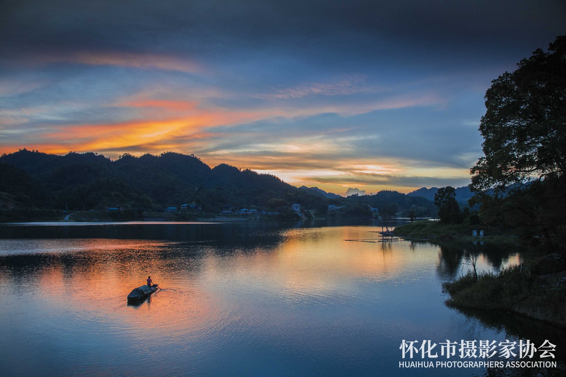 霞染渠水---杨义高-摄于青朗乡东城村-电话18244860655