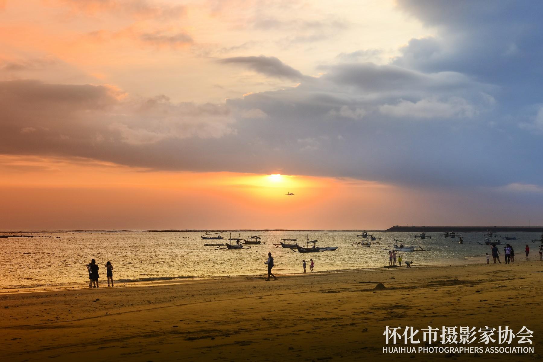 《金巴兰海滩》米建华