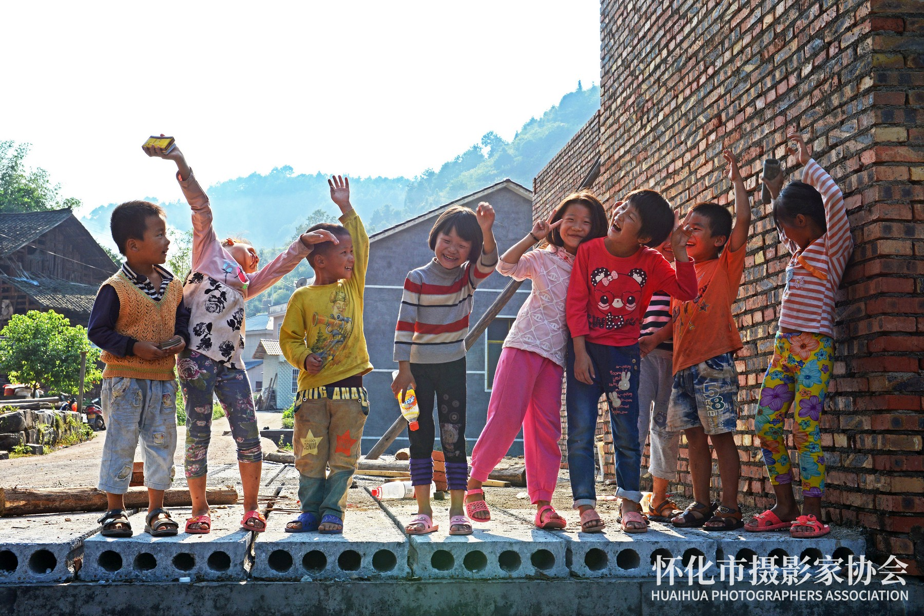 《望远村的孩子们》米建华