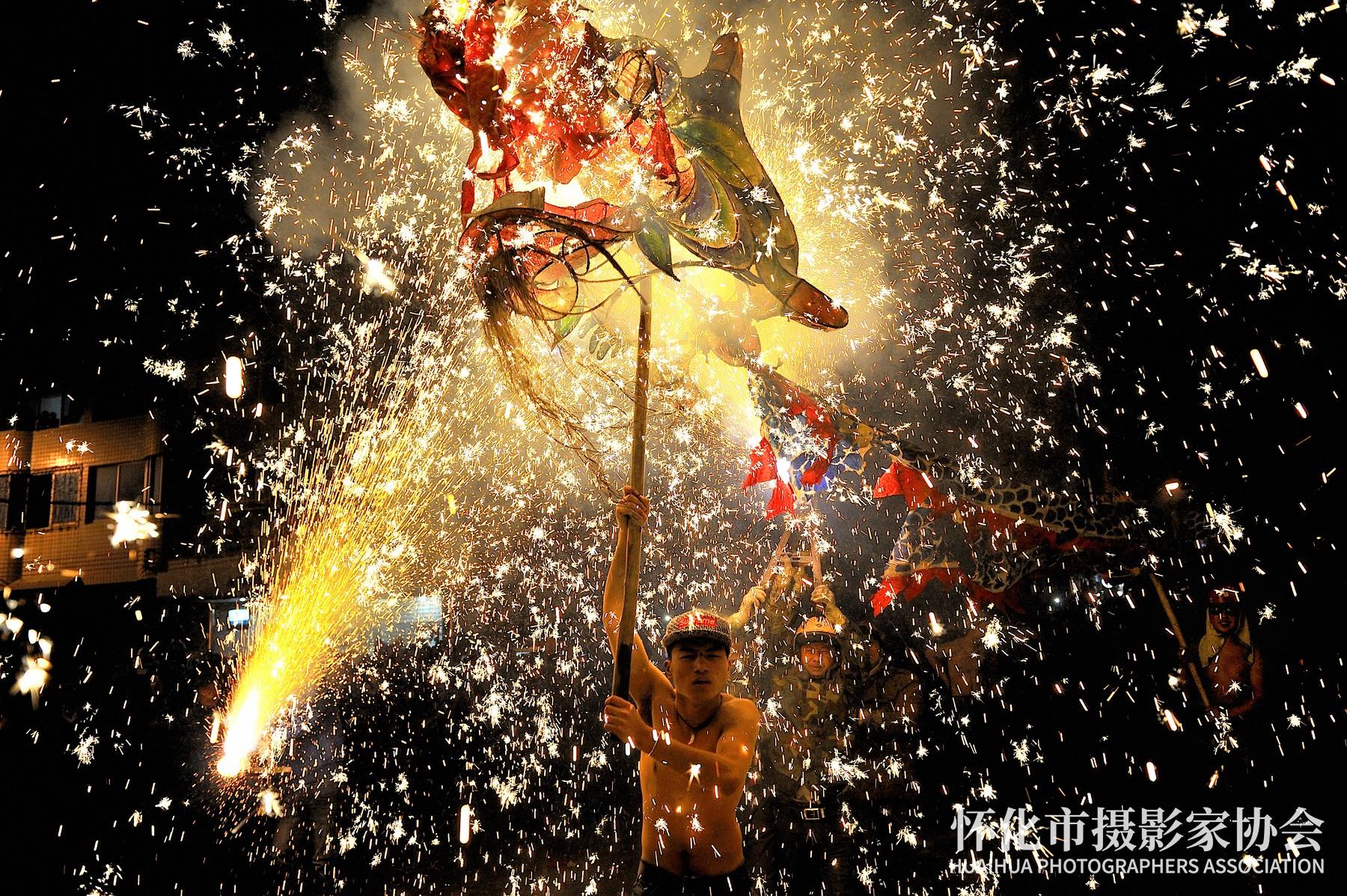 《龙腾烈焰》杨中华