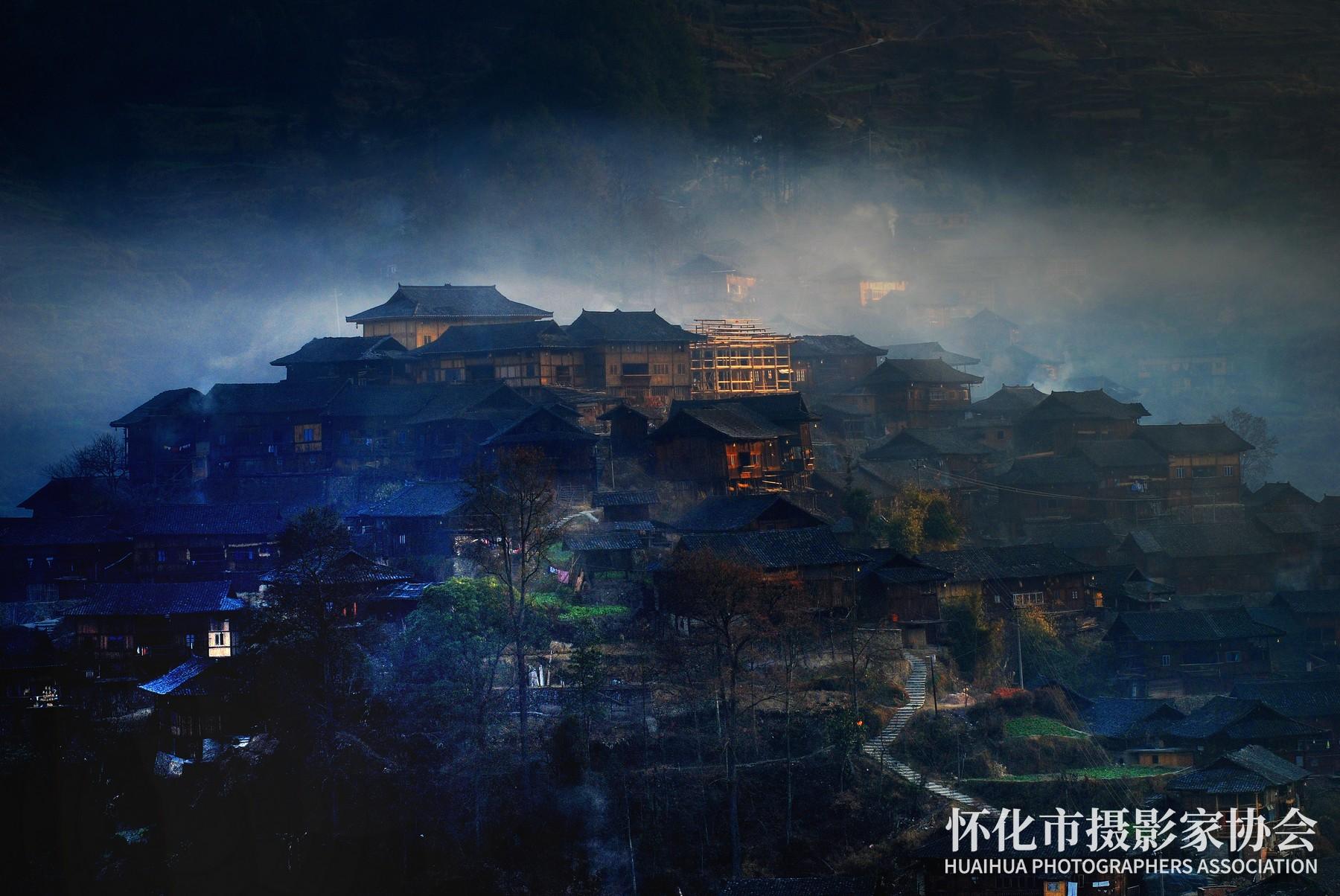 《神秘苗寨》杨中华