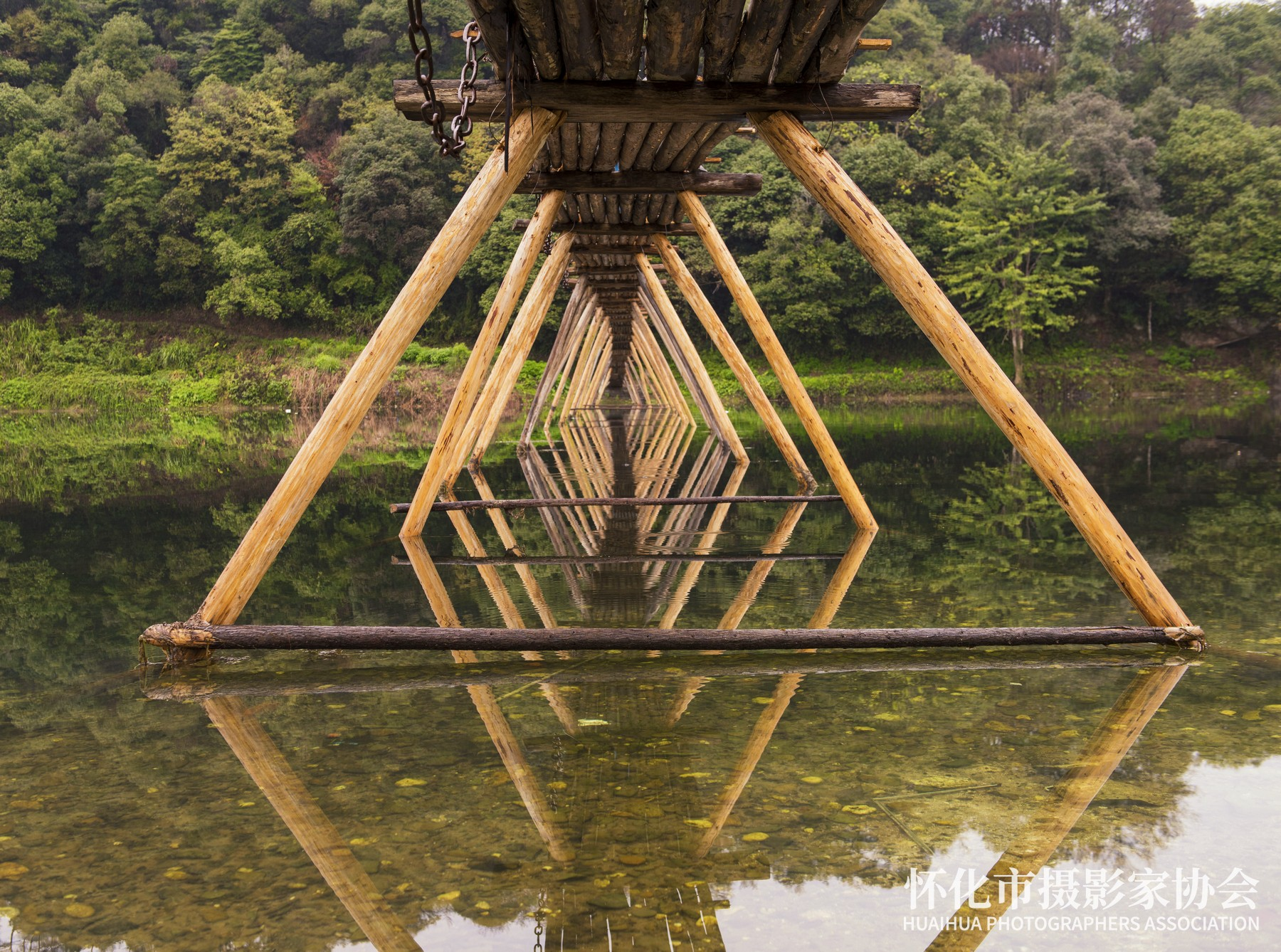 《古村木桥》吴小平